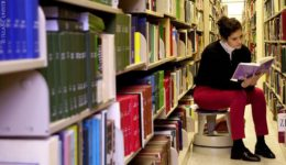girl_in_the_library_36386615871