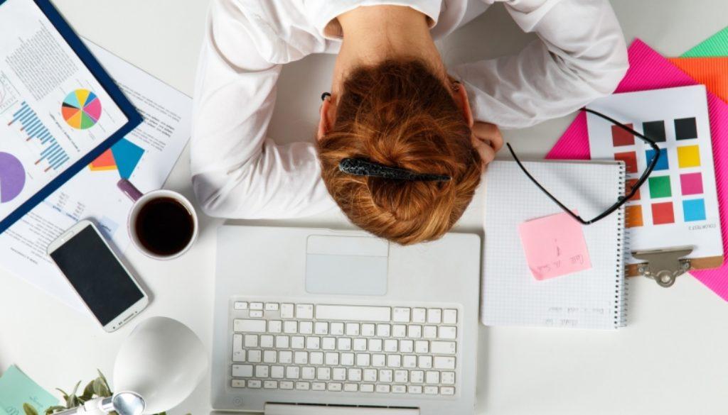 20150710182629-sleep-tired-employees-desk-workspace[1]
