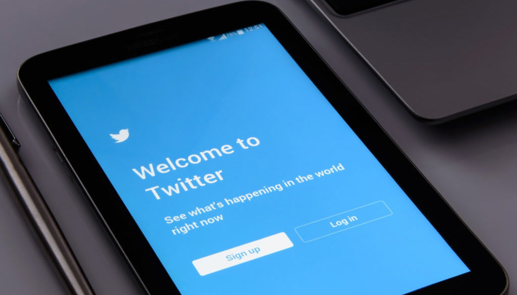 Turn Tweets Into Leads! How to Use Twitter to Blow Up Your Email List