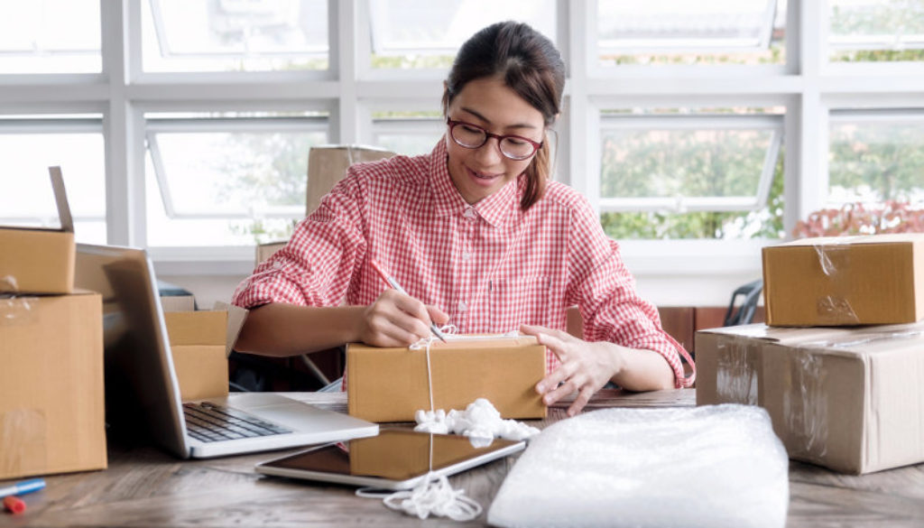 The Real Cost of Postage and Packaging for Businesses – Biz Penguin